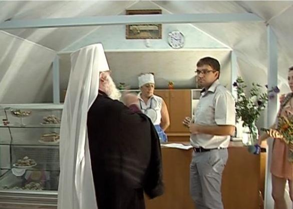 Черкаський чиновник хотів подарувати білі троянди