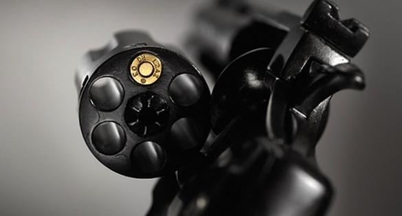 Граючись із пістолетом, черкащанин застрелив себе