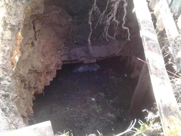 На Черкащині посеред дороги утворилося чотириметрове провалля (ФОТО)