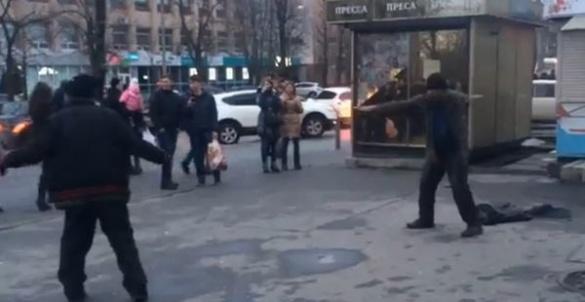 Мережу підірвали безхатьки, які у центрі міста влаштували танцювальний батл (ВІДЕО)