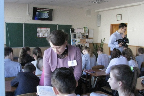 У черкаській школі дітей познайомили із релігією (ФОТО)