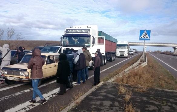 Обурені черкаські селяни перекрили трасу на Київ