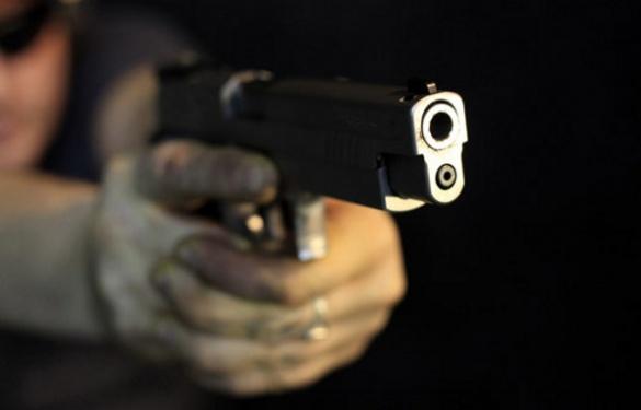 У Каневі під час пограбування із вогнепальної зброї підстрелили жінку