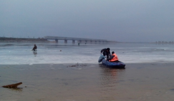 Черкаських рибалок знову рятували із Дніпра (ФОТО)