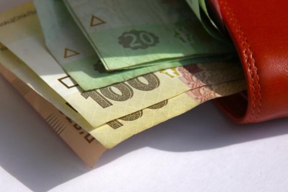 Фінансисти і кур'єри: хто на Черкащині отримує найбільші і найменші зарплати