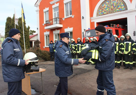 Німці одягли черкаських рятувальників, щоб вберегти їхні життя
