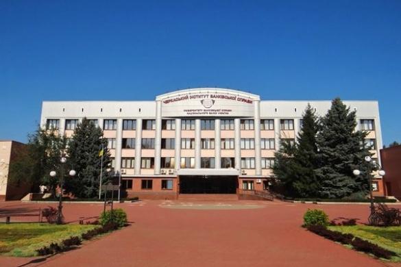 Яценюк вже знає про конфліктну ситуацію із черкаським інститутом, де готують банкірів