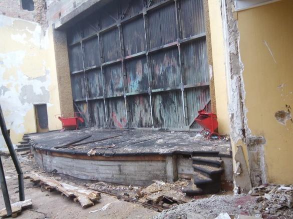 Сміття та вода: про черкаський драмтеатр знову забули (ФОТО)