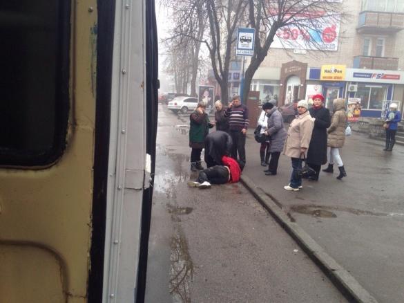 На зупинці у центрі Черкас збили жінку