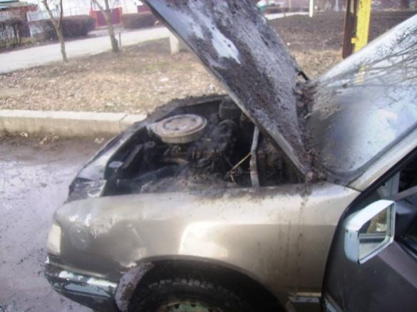 На Черкащині під час стоянки раптово загорівся автомобіль