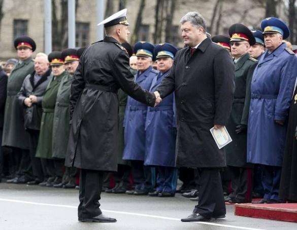 Петро Порошенко вручив диплом легендарному черкаському офіцеру