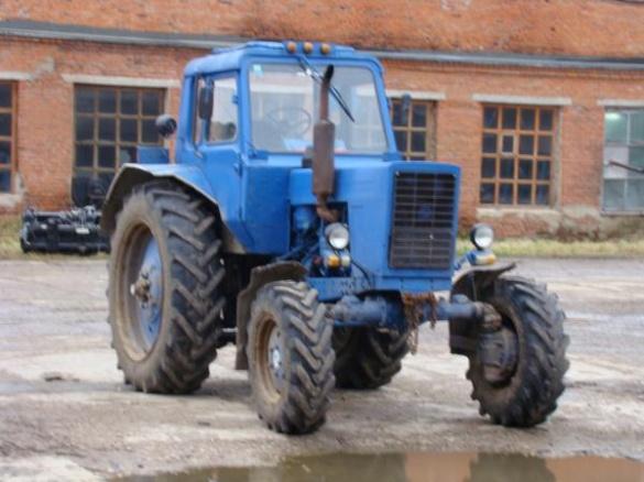 На Черкащині чоловіки вкрали трактор, щоб поїхати за випивкою