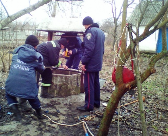 На Черкащині людина провалилася у колодязь (ФОТО)