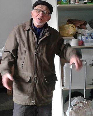 У Черкасах 90-річний дідусь допомагає АТОвцям