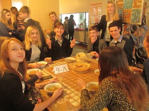 У черкаській школі оригінально закликають їсти суп