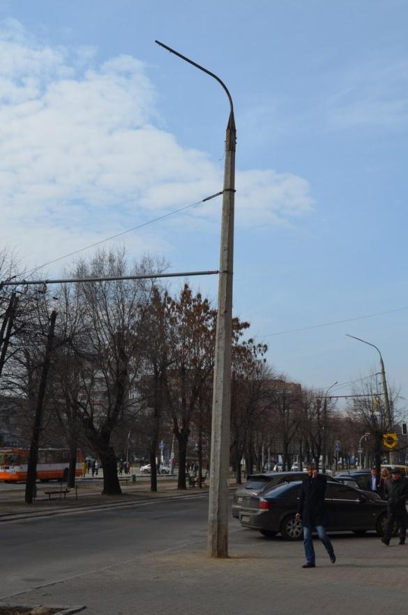 У центрі Черкас замінили аварійну електроопору