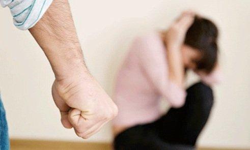Черкащанка страждає від побоїв власного сина (ВІДЕО)