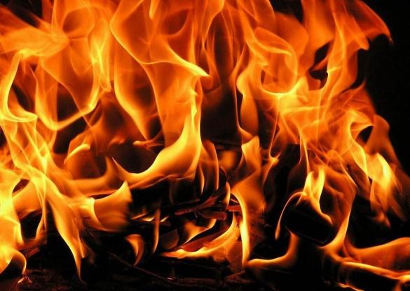 На Черкащині під час руху загорілася автівка
