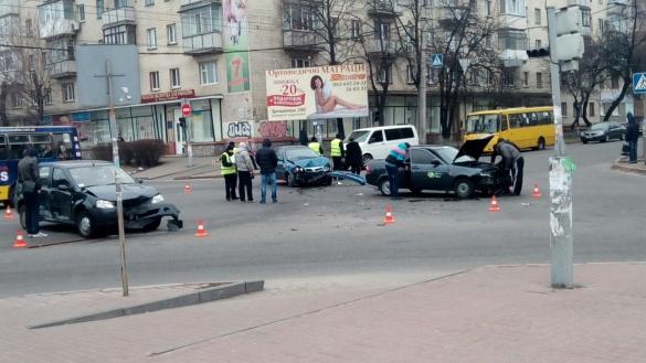 Біля черкаського стадіону у ДТП потрапили три автівки (ФОТО)