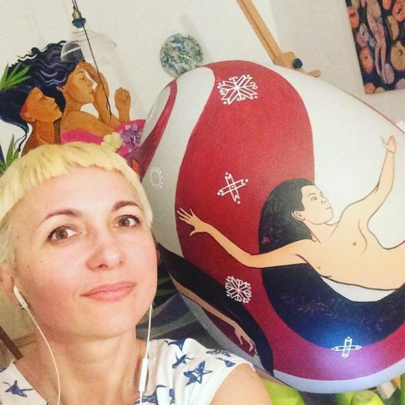 Оголена жінка руками черкаської художниці з'явиться на гігантській писанці (ФОТО)