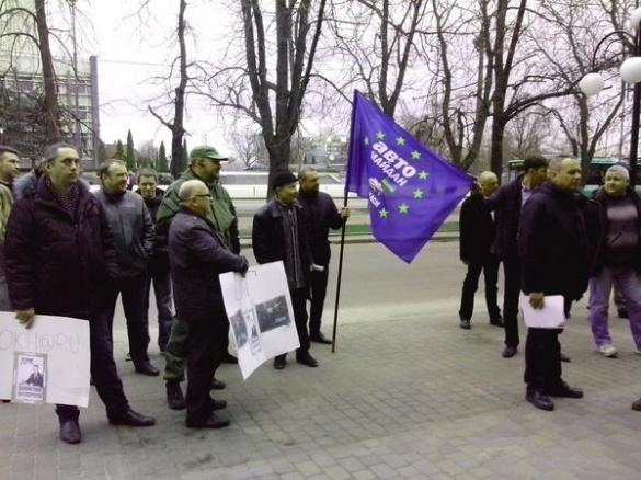 Під стінами черкаської прокуратури мітингують активісти(ФОТО)