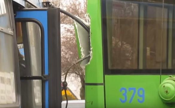 Черкаський тролейбус відремонтували після ДТП (ВІДЕО)