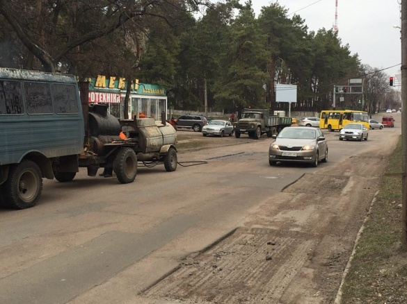 У Черкасах залатали ями на одній з вулиць (ФОТО)