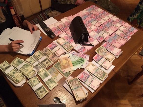 На хабарництві викрито чотирьох посадовців черкаського інституту (ФОТО, ВІДЕО)