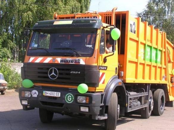 Прибирання по-черкаськи: як сміттєзбиральні машини працюють на вулицях міста (ВІДЕО)