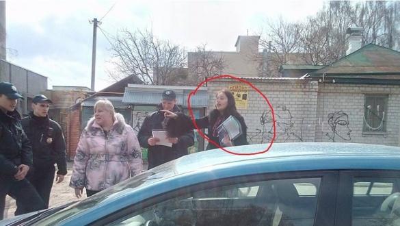 У мережі розмістили фото жінки, яка на дорозі збила черкаського патрульного