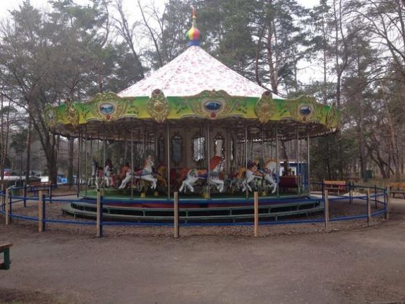 Карусель у парку