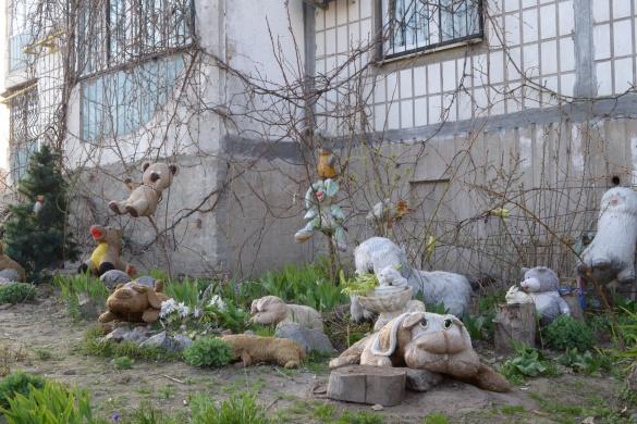 Чудернацький благоустрій: на Митниці черкащан вражає дивна клумба