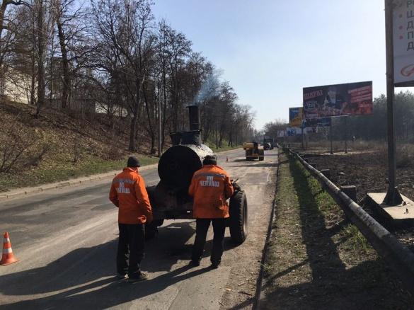 У Черкасах ремонтують дорогу на в'їзді до міста (ФОТО)