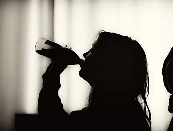 Двоє дітей у Черкасах втекли від матері, оскільки вона п'є горілку (ВІДЕО)