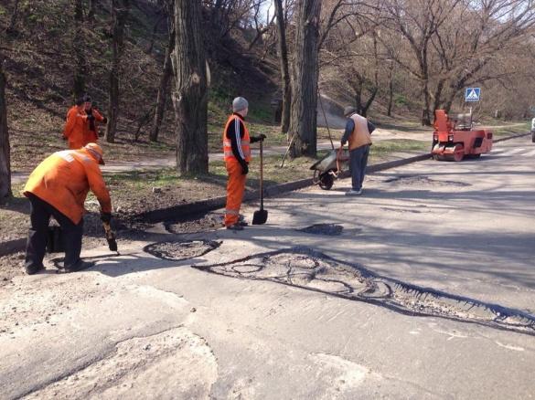 У Черкасах ремонтують дороги ще на двох вулицях (фотофакт))