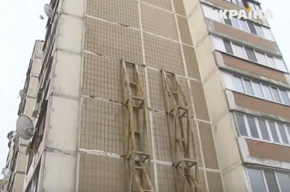 Стіна багатоповерхівки у Черкасах може обвалитися будь-якої миті (ВІДЕО)