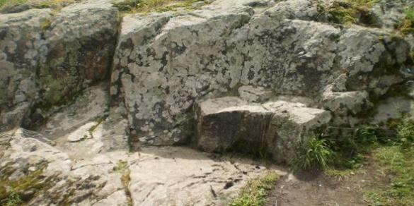 Чудодійний камінь на Черкащині зцілює від хвороб та приносить успіх
