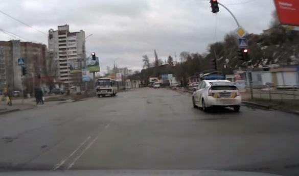 Черкащани зафіксували, як поліція порушує правила на дорозі (ВІДЕО)