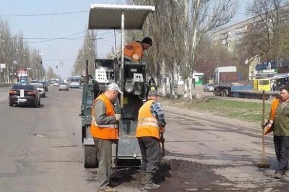 У Південно-Західному районі активно латають дорогу