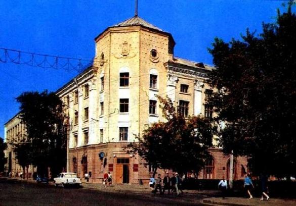 Вокзал, центр та драмтеатр: якими були Черкаси понад 40 років тому