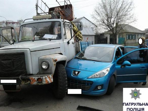 В ДТП у Черкасах втрапили три автівки (ФОТО)
