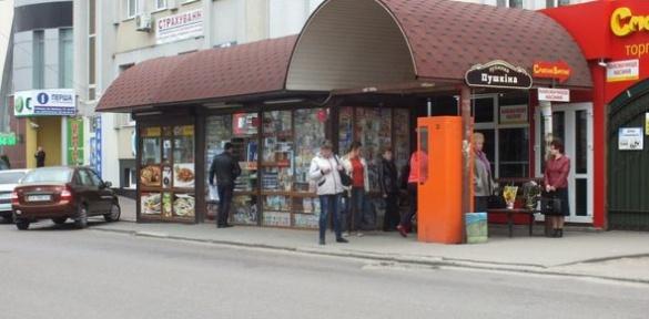 Горе-зупинку в Черкасах заполонили кіоски