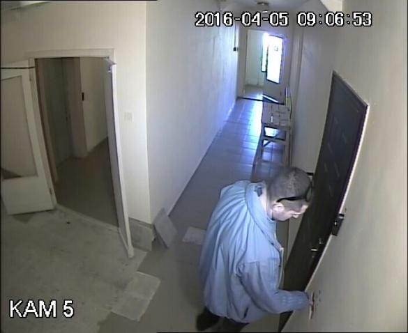 Камери у черкаському будинку зафіксували підозрілих молодиків, схожих на