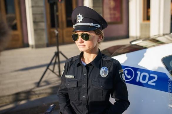 У Черкасах жінка-поліцейський вгамувала п'яну компанію з 10 осіб