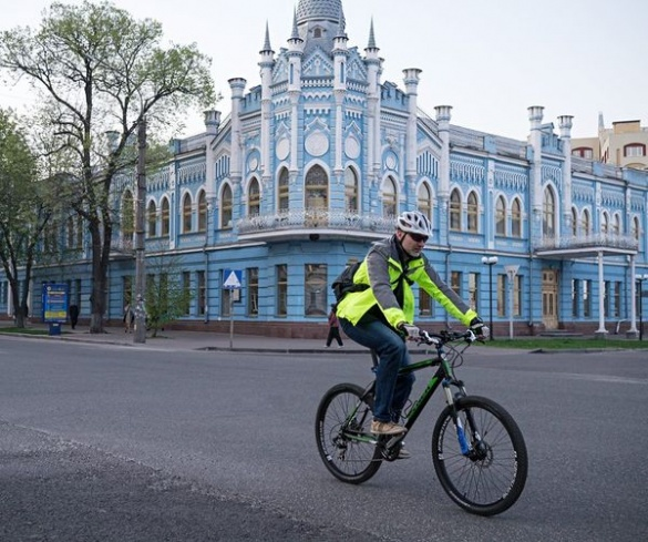Велосипедом на роботу у Черкасах: неймовірний заряд енергії та бадьорості