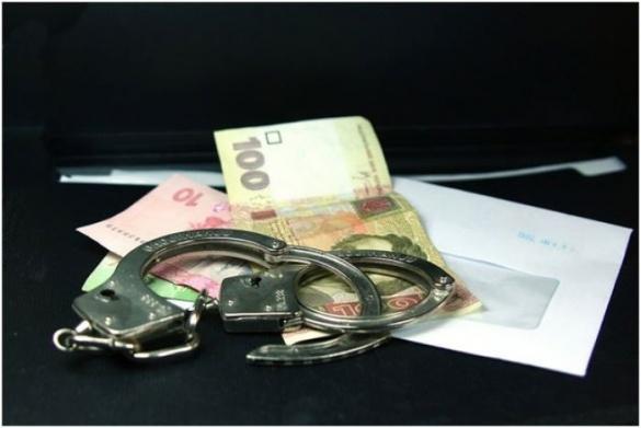 Правоохоронці затримали злодія, що посеред дня обчистив черкаську кредитку спілку