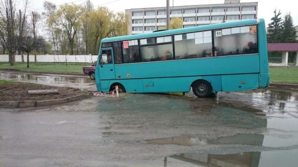 У Черкасах автобус втрапив у