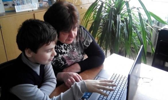 Черкаські школярі вчать дорослих користуватися комп'ютером