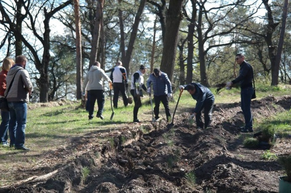 Черкаські владці прибирали вулиці і садили дерева (ФОТО)