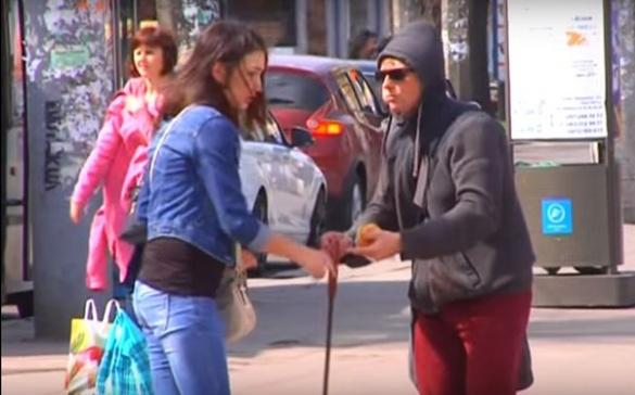 Провокація у центрі Черкас: людей перевірили на небайдужість (ВІДЕО)